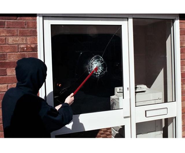 Bezpečnostní fólie na skla oken bytu nebo rodinného domu